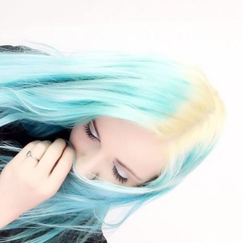 Hey sweeties! Bleaching my roots and undercut with me video is...