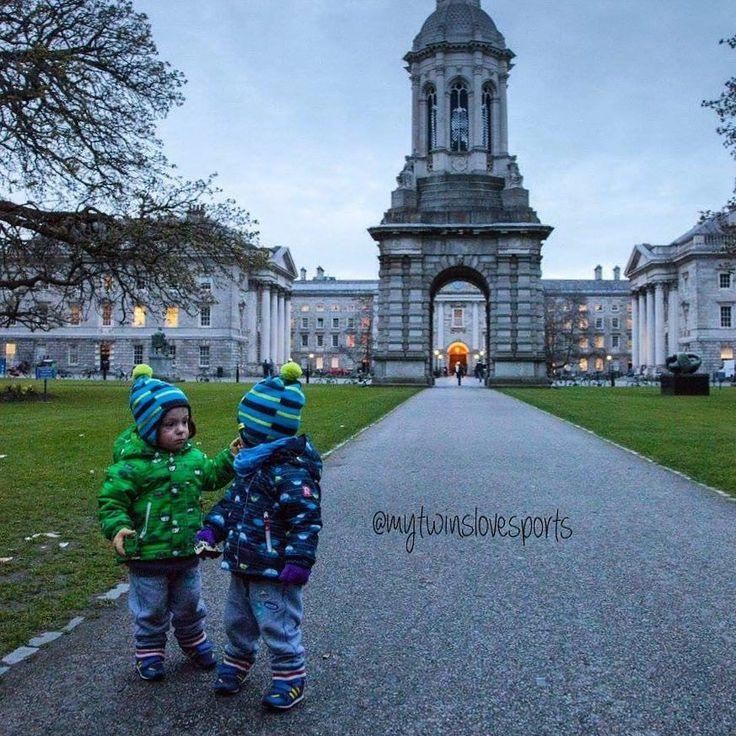 Не знаем как у вас погода а у нас во всю магнолии цветут. Красота - страшная сила  #dublin #twins #children  #trip #travel #kidstrip #kids #путешествие #дублин #сдетьми #двойня #близнецы #даойняшки #мальчики #отдыхсребенком #отпусксдетьми #гуляем #парк#весна by mytwinslovesports