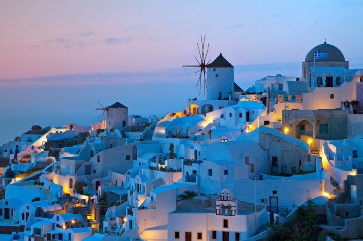 サントリーニ島にミコノス島 神が宿っていそうなギリシャで見れる幻想