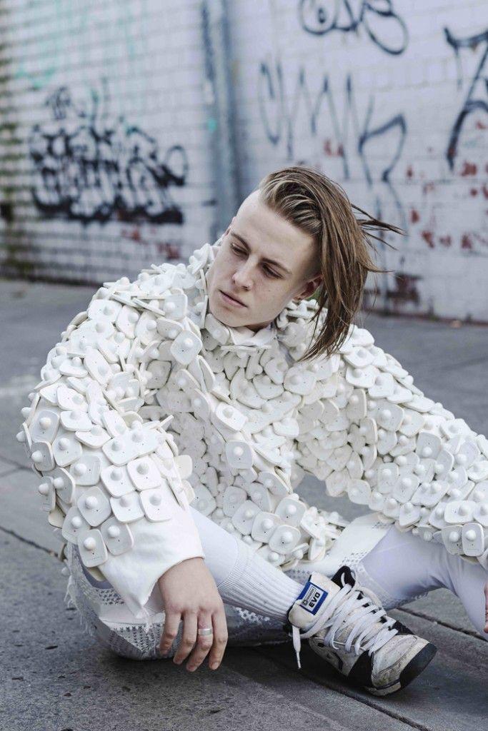 La mode surprenante d'Alexandra Louise Champion Hackett.