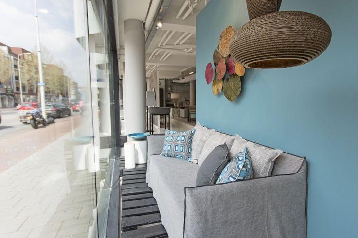 Do's Interiors   In onze showroom aan de Aalsterweg 89 te Eindhoven ziet en koopt u een bijzondere collectie moderne meubels, verlichting, stoffering, behang, verf en woonaccessoires. www.do-s.nl