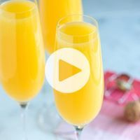 Full recipe and tips for how to make the absolute best mimosa recipe at home. With sparkling wine and orange juice, you can easily make for a crowd or for one. Recipe video included.