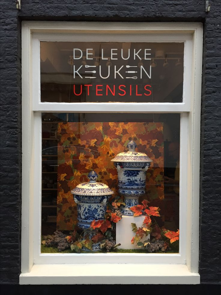 Autumn window display of Delftware Pottery for De Leuke Keuken in Edam the Netherlands. By Man-Made Design Amsterdam.