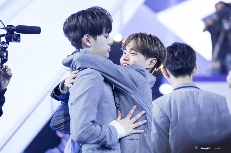 "OMFG AHAHA SEONHO'S JUST LIKE, ""No, no you're not my senpai. No. Stop. Let go."""