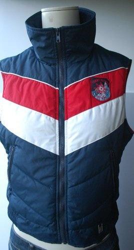 Tommy Hilfiger Bodywarmer Size M, looks vintage to me. 25€