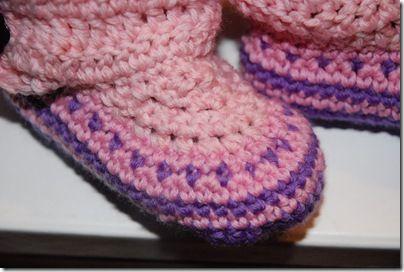 Vakre verden: Hekleoppskrift på barnetøfler/Crochetpattern for cosyfeet slippers.