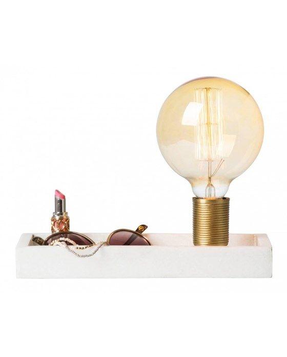 Tracy är en helt ny idé - en bricka och en lampa i perfekt kombination. Sätt Tracy i hallen så får du en perfekt plats för nycklar, mobiltelefon eller några andra små men viktiga saker som alltid...