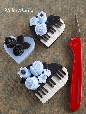 Пианино в форме сердца вырезано из черного и белого мыла. Великолепная работа!  Резьба, карвинг по мылу. Soap carving work
