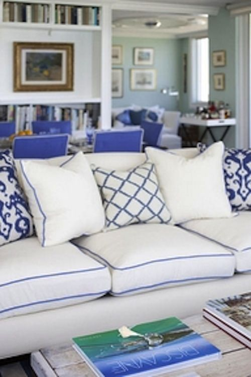 Serene white & coastal blue -- My Cup of Te: Living Rooms, Blue Pipes, White Sofas, Colors, Beach Houses, White Beaches Houses, White Pillows, Couch Pillows, Blue And White