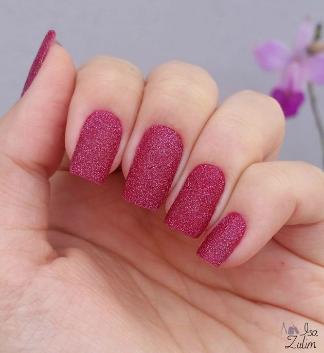 esmalte texturizado vermelho lindo (PROVAVELMENTE o Vermelho Crystal da Avon♥)