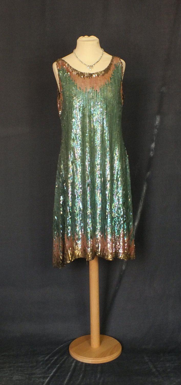1920s  vestido de lentejuelas de charnela en la red de algodón negro
