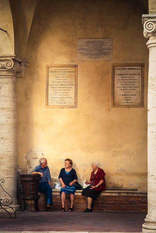 Pienza... One of my favorite things about Italy, people sitting around visiting!