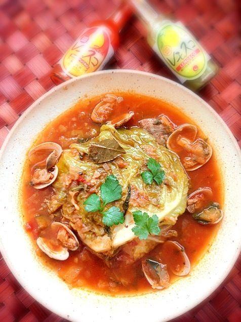 昨夜のミネストローネのスープが無くなりお野菜残ったので足すかと、キャベツ半分と味付けをくららさんの丸ごとキャベツのトマト煮で✨ 濃厚でおかずになる美味しかったです❗ 今度は丸ごと&レシピ通りで作ります(*´∀`)素敵レシピありがとうございます✨ - 45件のもぐもぐ - Remake Minestrone inspired from Klala's Half cabbage tomato stewくららさんの丸ごとキャベツのトマト煮をミネストローネリメイク半分で by Ami