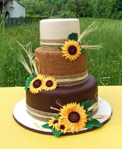 Beautiful sunflower cake for our house warming party :)