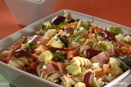 Ranch salad : CUBES D'AVOCAT672230 g PASTRAMI DE BOEUF EN FINES TRANCHES61854 pces HARICOTS ROUGES306340 g RANCH SALAD SAUCE434320 g Carottes râpées10 g Pâtes60 g120 g Tomates cerises