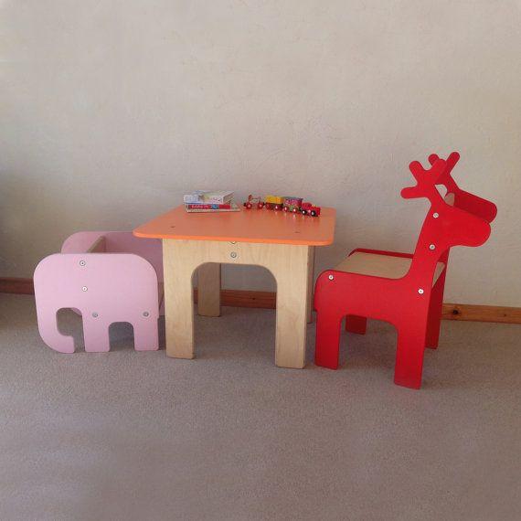 MEHRERE ELEMENTE: Kleinkind Elefanten Stuhl + Giraffe / Wal / Rentier / Brontosaurus Kinder Stuhl und Tisch