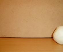 En este video podrán ver la animación de una pelota de plastilina con la técnica STOPMOTION o STOP MOTION.  Use una cámara compacta Olimpus de 8 megapixeles.  El programa que utilice para darle la animación a las imagenes o fotos es el Monkey Jam que es gratuito y libre. 24 Frames x segundo o 24 fotos por segundo.