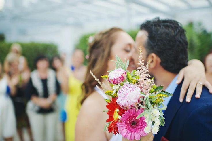 Grand 'souxe' Wedding, bridal colourful bouquet syros wedding | lafete