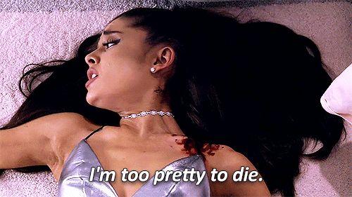 Ariana Grande luce un rostro irreconocible