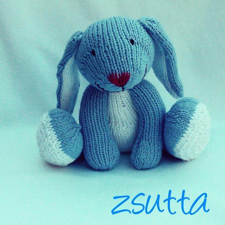zsutta: Big foot nyussz kékben Handknitted big foot bunny