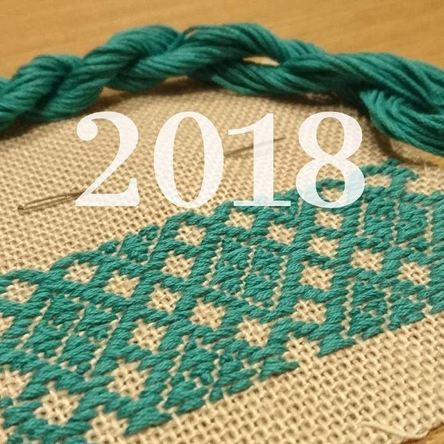☆ HAPPY NEW YEAR ☆ ・ ・ ・ 遅ればせながら、明けましておめでとうございます。 昨年はこぎん刺しや刺し子、刺繍といった新しいものに出会い、Instagramにもぼちぼち載せたり、皆さんの素敵な作品を見たりと、楽しく過ごせました(*^^*) 今年はもっと上手くなって色々作れるようになりたいなぁと思っていますので、どうぞよろしくお願いいたします。  #こぎん刺し #こぎん刺し初心者  #刺し子  #刺し子初心者  #刺繍  #ハンドメイド #手芸  #embroidery #needlework
