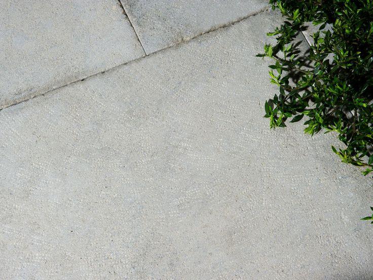Limestone paver:  Eco Outdoor Chalford, random length 400-900mm x 600mm x 18mm