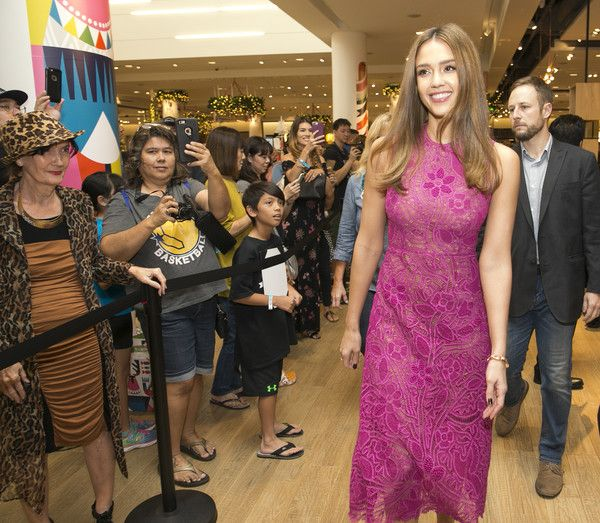 Jessica Alba Photos Photos - Jessica Alba attends a Meet and Greet hosted by the Honest Company at Nordstrom at Ala Moana Center on DECEMBER 3, 2016 in Honolulu, Hawaii. - The Honest Company's Jessica Alba Meets Customers at Nordstrom Ala Moana