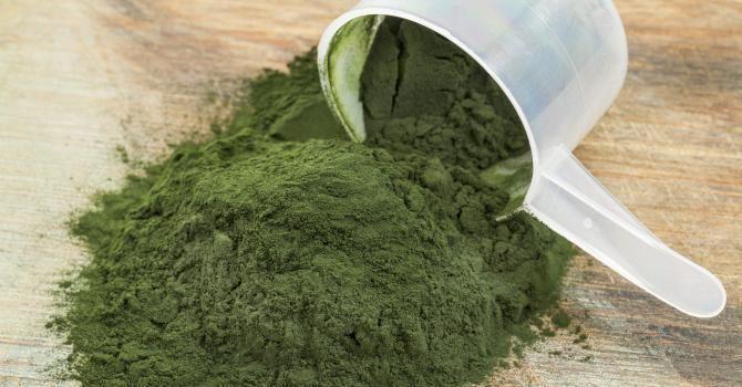 La spiruline est une micro-algue aux propriétés et vertus fabuleuses La spiruline fait partie de la famille des micro-algues bleues, vieille de 3 milliards