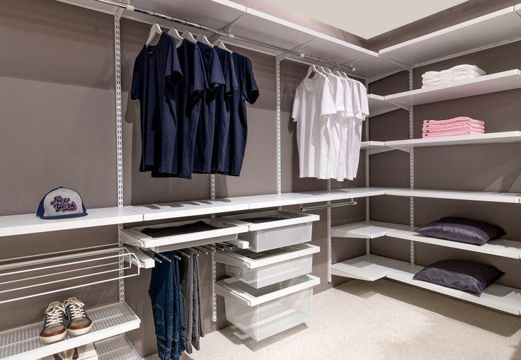 Ein eigenes Ankleidezimmer ist der Traum jeder modebewussten Frau. Von Vorteil ist es, wenn man ein ungenutztes Gästezimmer oder ein altes Kinderzimmer des längst ausgezogenen Nachwuchses zur Verfügung hat. Doch auch in Ihrem Schlafzimmer findet ein offenes Schranksystem anstelle eines klassischen Kleiderschranks seinen Platz! Eine Wand genügt, um das