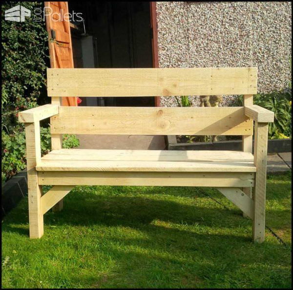#Garden, #PalletBench, #RecyclingWoodPallets This outdoor bench was made from upcycled wood, sanded down and then varnished.