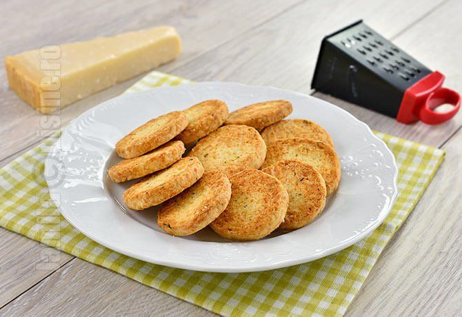Biscuiti sarati cu parmezan | Video