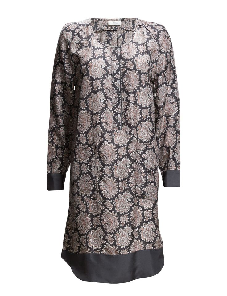 DAY - Day Almaz-Paisley print Back pleat Contrast cuffs Curved hemline Scoop neckline Bohemian Casual elegance Excellent quality and fit Exquisite patterning