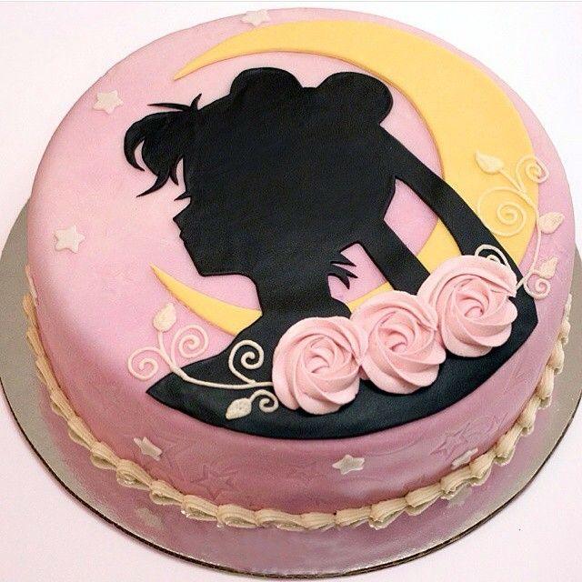A beautiful Sailor Moon silhouette cake tag a friend who will love a bday cake like this! photo credit to @catwaiidoll #SailorMoon#BirthdayCake#Foodart#Cake#loveit#kawaii#セーラームーン