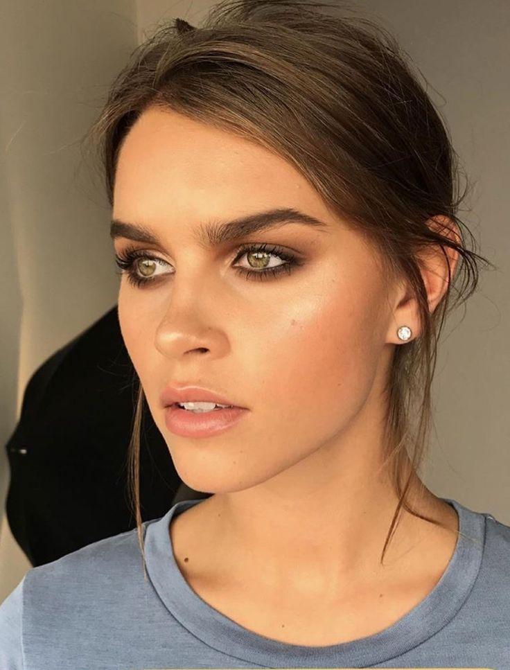 Bronzed makeup look. Bronze. Tan. Bronzer. Natural makeup look. Smokey. Karla Bo…