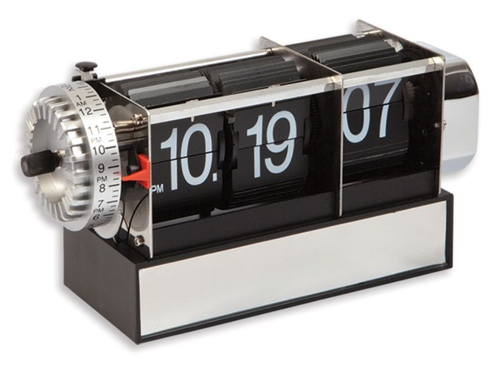 Time Özel Masa Saati Modeli  Ürün Bilgisi ;  Plastik ve metal parçalardan tasarlanmıştır. Ebatı : 18 cm x 9 cm x 6 cm Sessiz çalışır Zaman geçtikçe yaprak atar Özel bir masa saatidir.