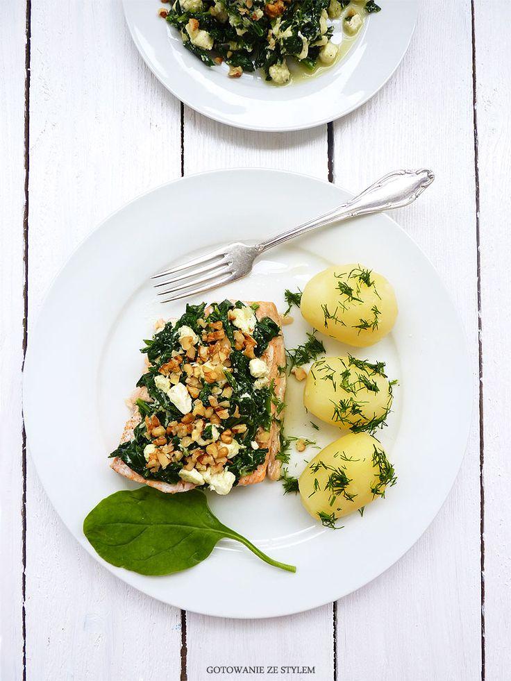 Salmon with spinach and walnuts | Gotowanie ze stylem