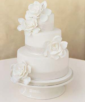 The bridal cake will be very simple with four simple, blush pink garden roses.