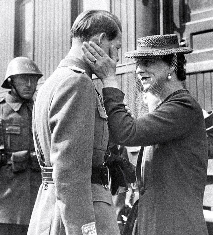 Întoarcerea Reginei Elena, acum 77 de ani | Familia Regală a României / Royal Family of Romania