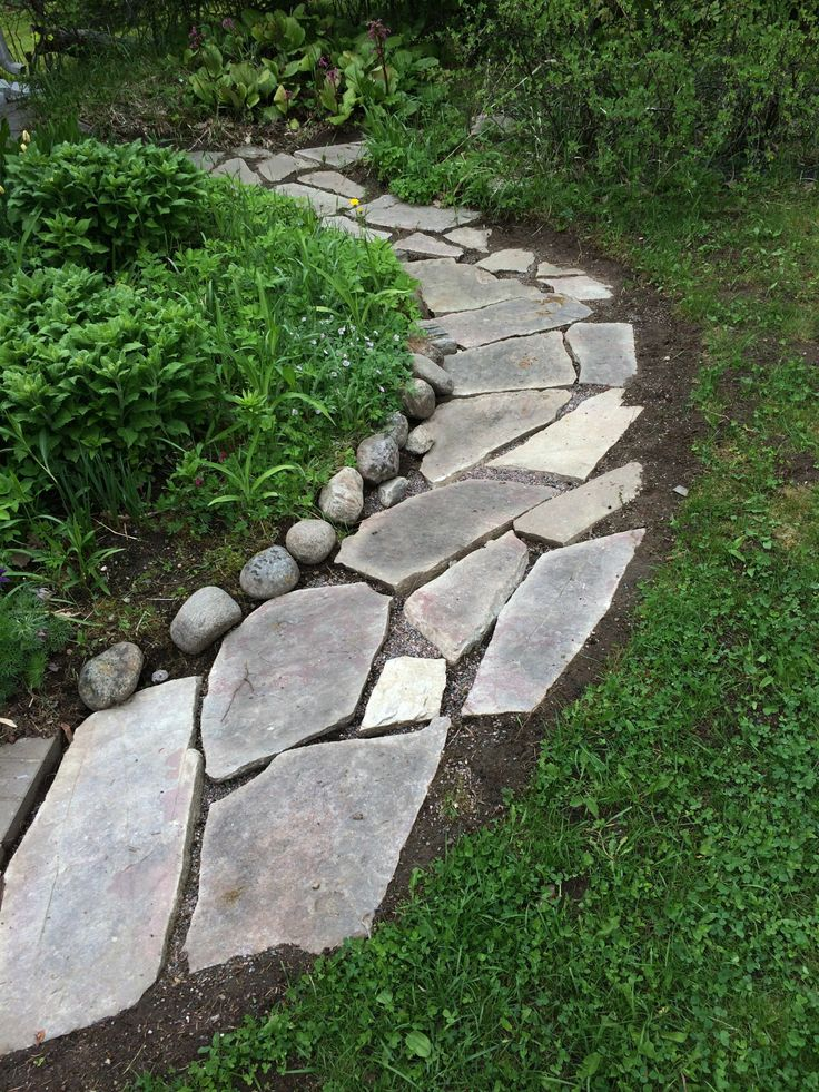 New stepping stone path in the garden (under construction)