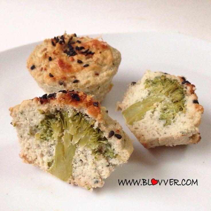 Muffins de coliflor  Preparacion:  1-Solo debes licuar 1 coliflor (cruda) con 5 claras de huevo, 1/2 taza de leche y condimentos (sal, ajo, cebolla en polvo) 2-Vierte un poco de la coliflor licuada en moldes de muffins (reserva un poco para terminar), pon una ramita de brocoli en el centro de cada molde, y termina cubriendo con el resto de la coliflor licuada.  Preparacion:  1-Solo debes licuar 1 coliflor (cruda) con 5 claras de huevo, 1/2 taza de leche y condimentos (sal, ajo, cebolla en…