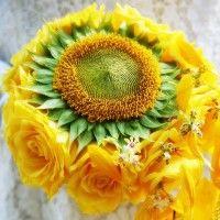 Aurinkoinen morsiuskimppu
