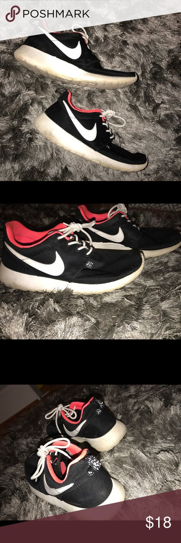 "Black Nike Roshe Runs Black and White Roshe Runs. They're a 7 ""youth,"" but women and youth sizes are the same. They're dirty. If you took the time to clean them they would look fine. Negotiable in price. Send me an offer. :) Nike Shoes Sneakers"