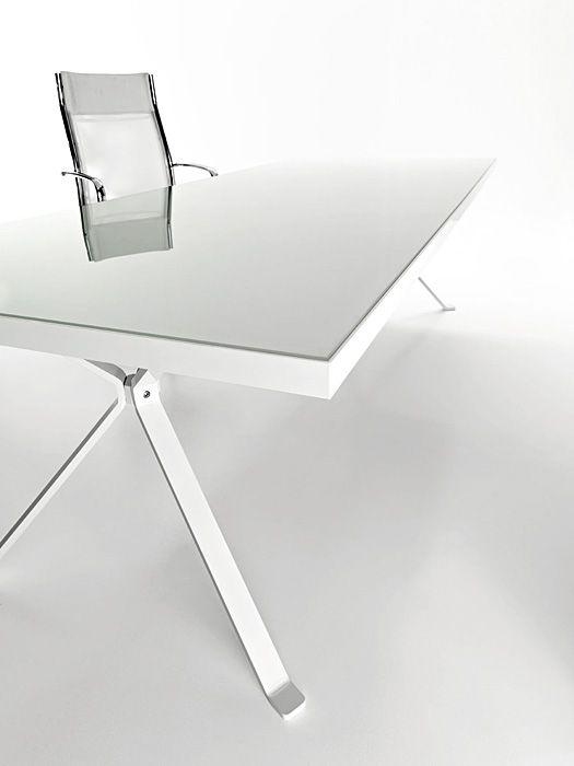 Revo Minimalist White Desk by Manebra | DigsDigs