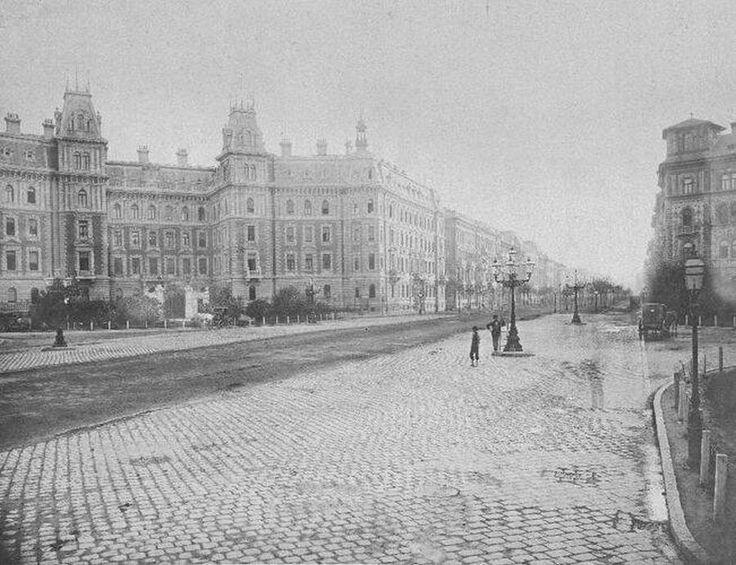 1890-es évek. Budapest, Andrássy út 83-85. Weinwurm Antal felvétele.jpg