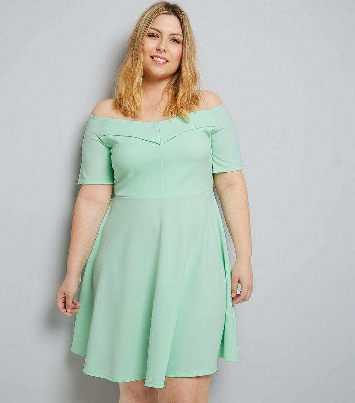 Curves - Robe patineuse en crêpe vert menthe à col Bardot   New Look