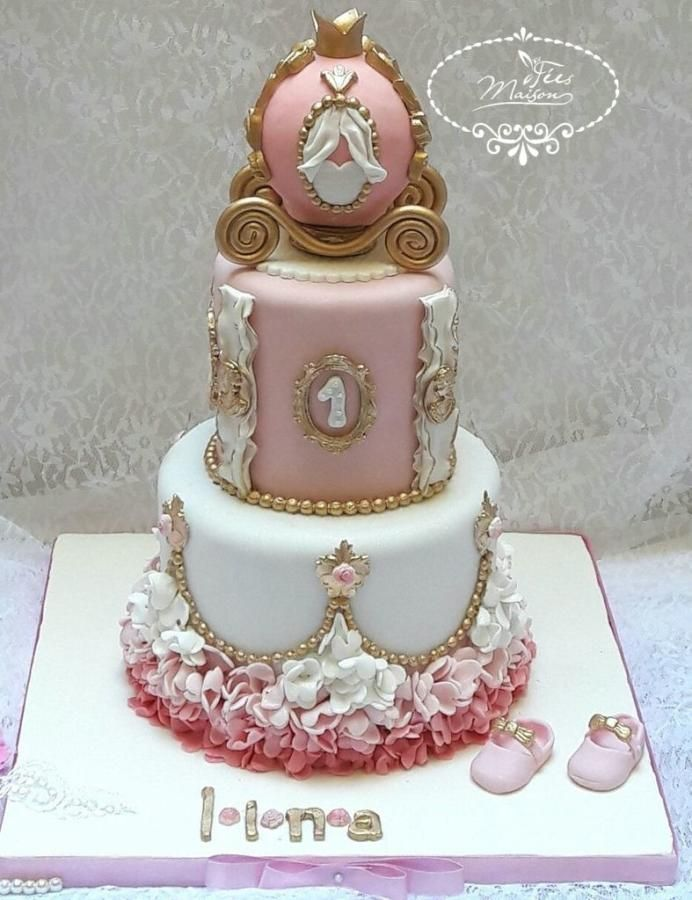Princess Carriage Cake By F 233 Es Maison Ahmadi Cakes
