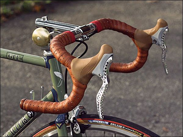 http://meheux.co.uk/images/classic-bikes/retro-racing-bike-brake-leavers.jpg