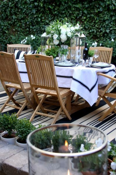 Outdoor entertaining . . . in San Francsico - love the simplicity of the cloth and white centerpiece!    SMWDesign.com