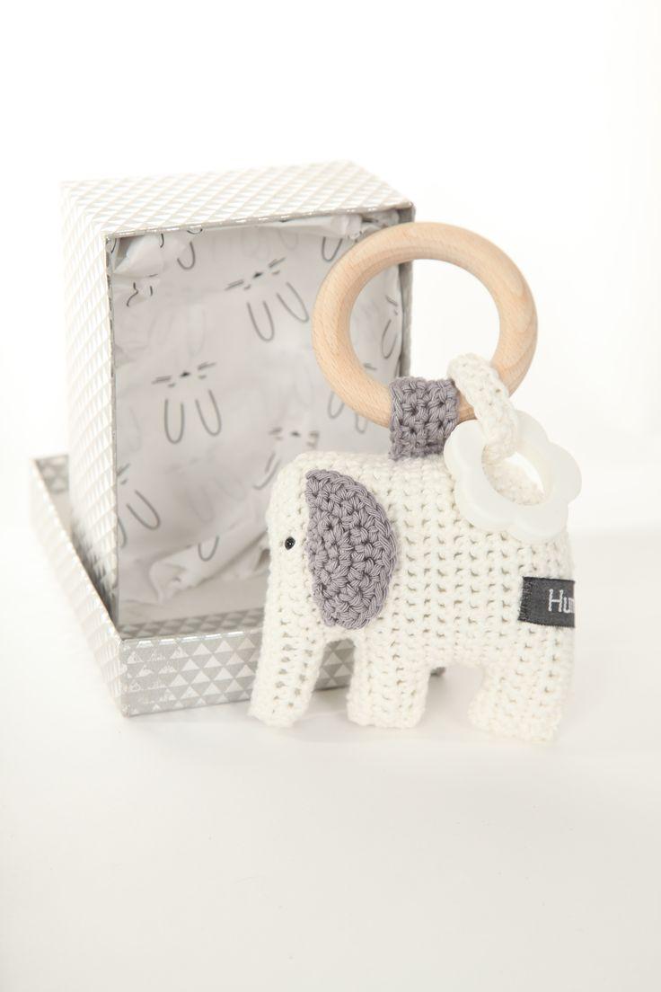 Gehaakte #rammelaar #olifant Kraamkado #kraamcadeau #baby #babykado #geboortekado #babykamer #babyshower op www.hummelkado.nl
