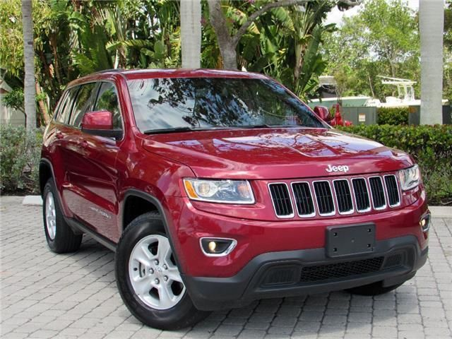 Very low miles 2015 Jeep Grand Cherokee Laredo 4×4